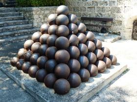 cannon-balls-187243_1280